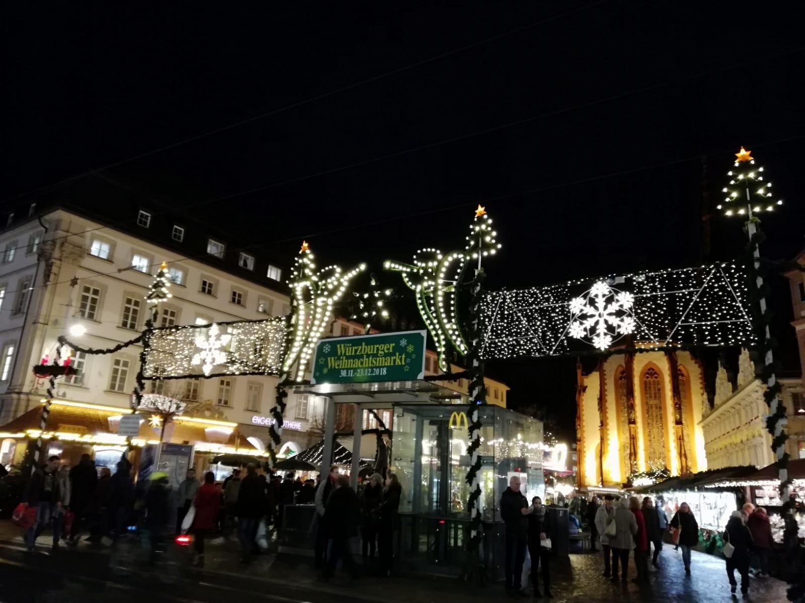 Weihnachtsmarkt Würzburg.Vorweihnachtliche Einstimmung Auf Dem Weihnachtsmarkt